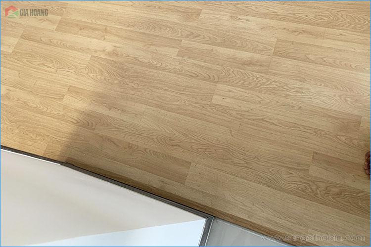 Bề mặt sàn gỗ thaixin cốt xanh vf20659 thực té